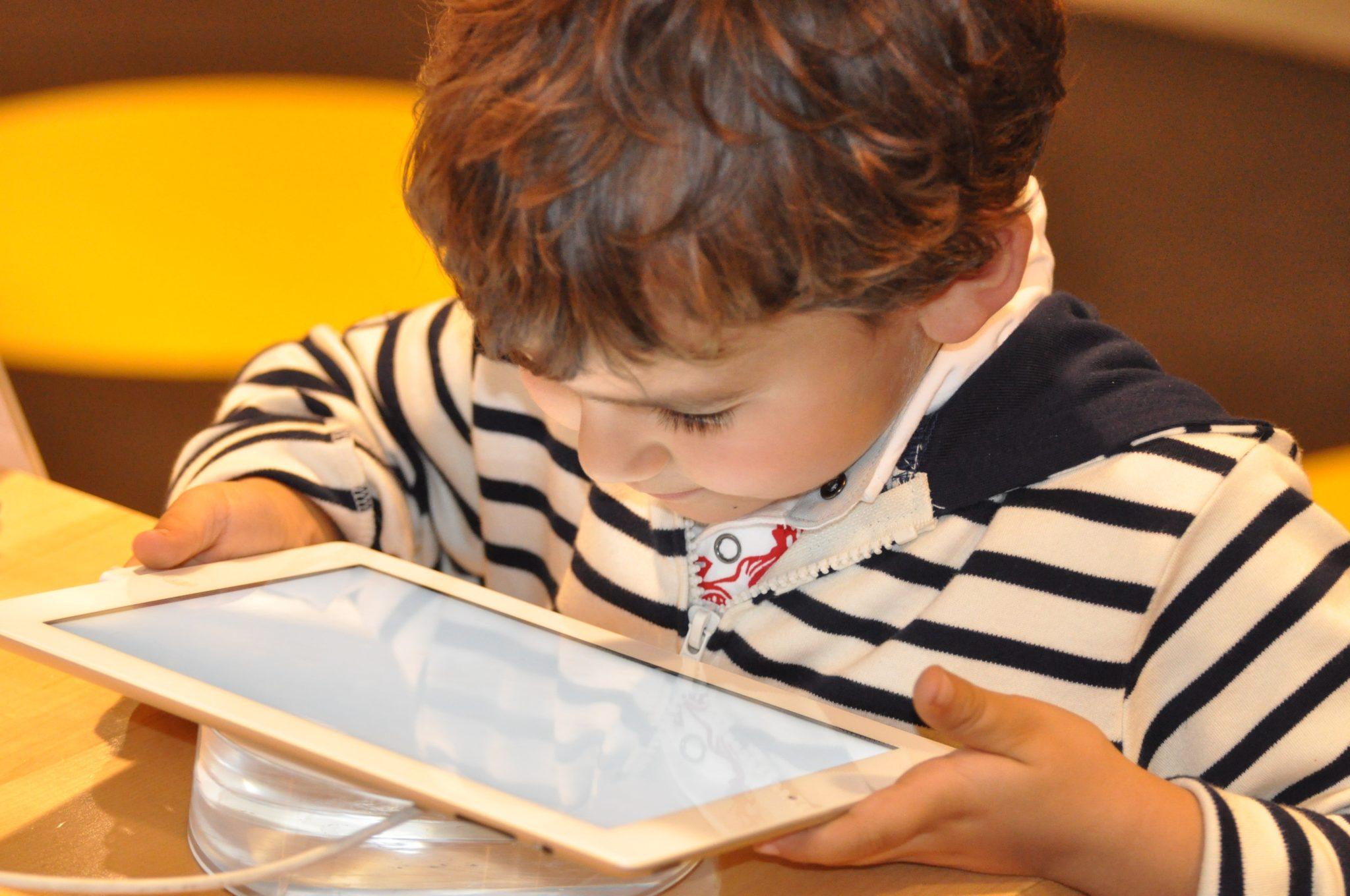 aspiring_child-computer-equipment-technology-257912